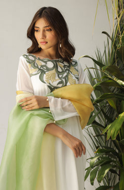 White tunic with yellow lily multi applique neckline (2 Pc set)