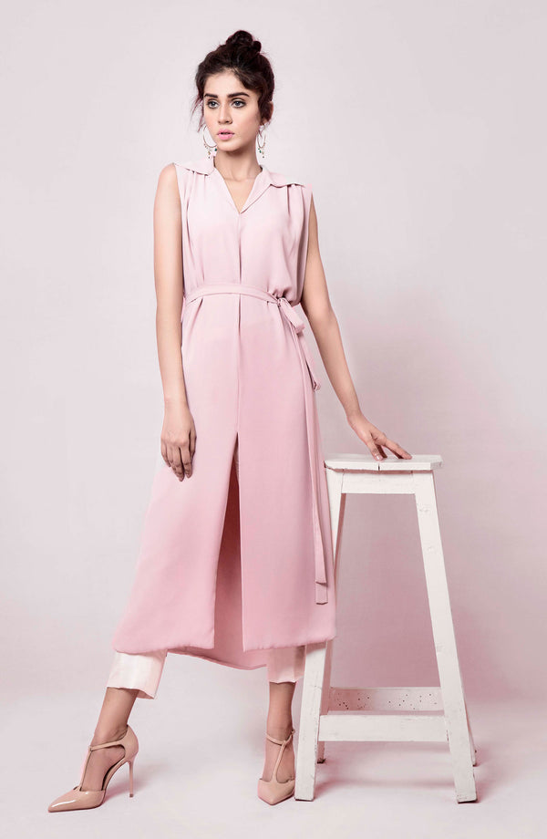 PINK SHIRT DRESS IN MIDI LENGTH WITH TIE BELT PAIRED WITH TAILORED NARROW LEG PANTS