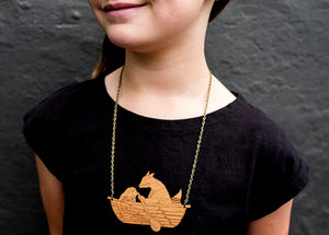 "You make the dreams - wooden necklace ""friends in a boat"""