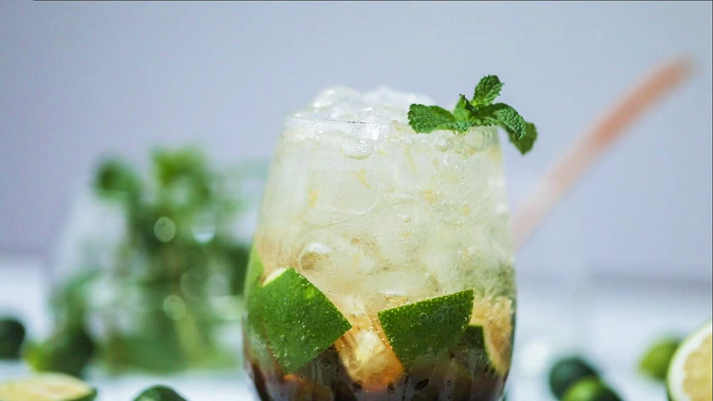 Mint brown sugar iced tea  |  Recipes of July drink