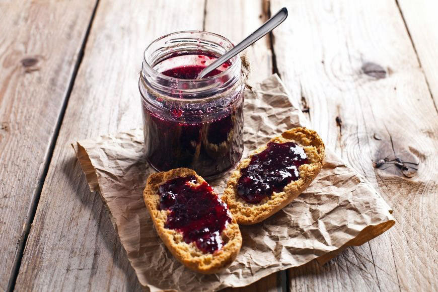 eat grape jam with bread