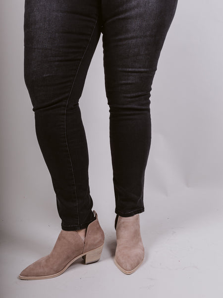 Mia High Rise Skinny Button Fly Ctlyc Wash (Comes in Plus)