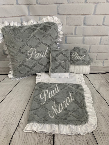 Gray Lattice with White Ruffle Gift Set