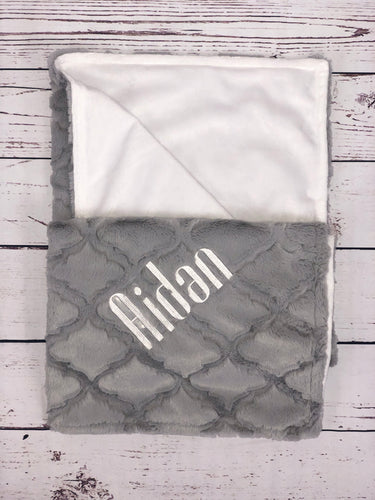 Gray Lattice Flat White Back Blanket No Ruffle