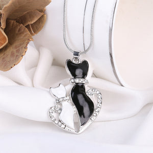 Lovely Cat Crystal Black And White Necklace