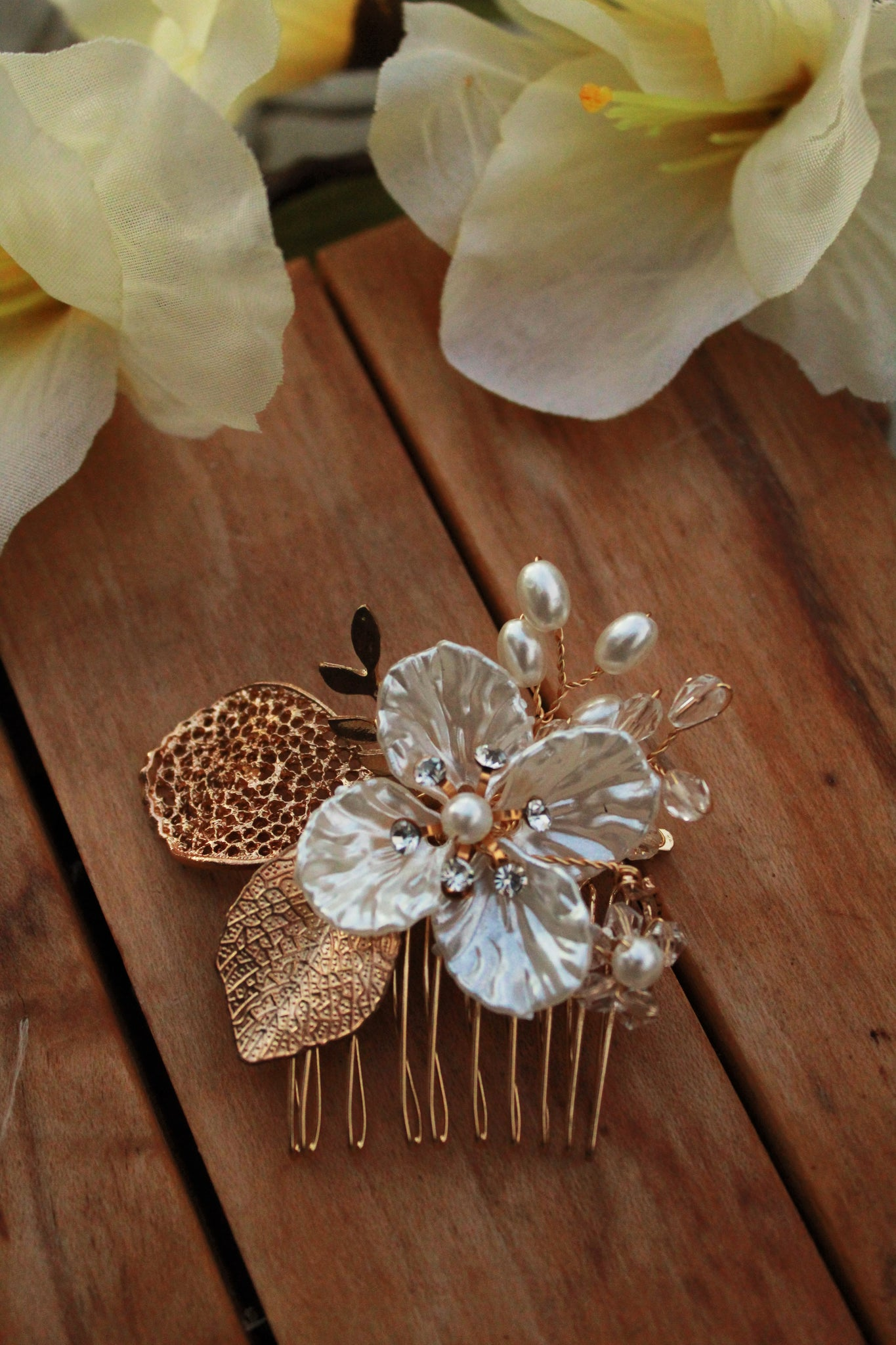 Golden Leaf Kanzashi