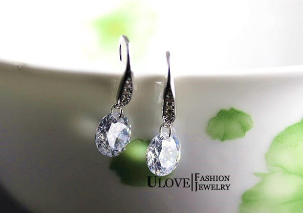 Femme White Crystal Dangle Earring Y106 - OutFancy