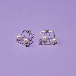 SQUARE PEARL EARRING