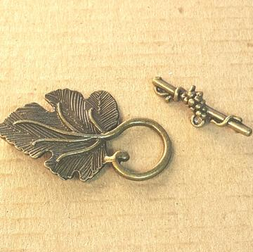 AB-0209 - Antique Brass Leaf Toggle,25x35mm | Pkg 2