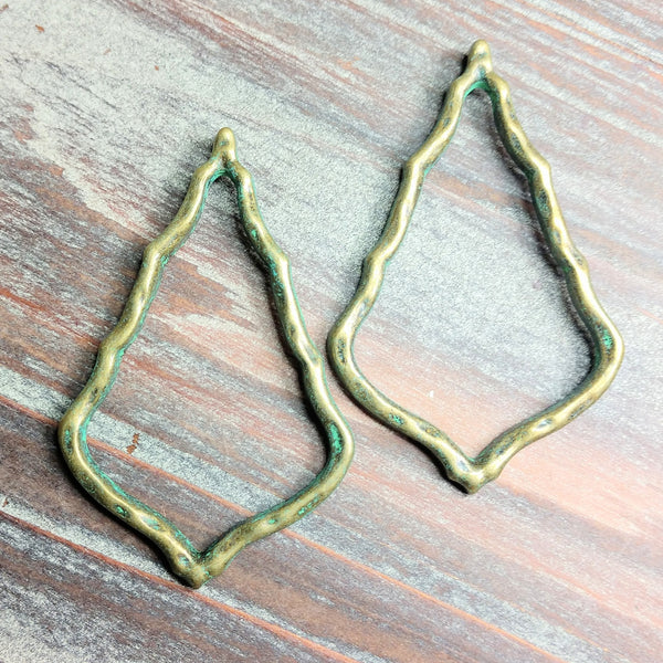 AB-0625 - Hammered Patina Antique Brass Wavy Triangle Pendant,38x60mm | Pkg 2