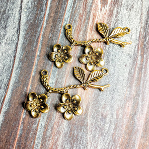 AB-0677 - Antique Gold Connector, Flowers And Leaves, 32x54mm | Pkg 2