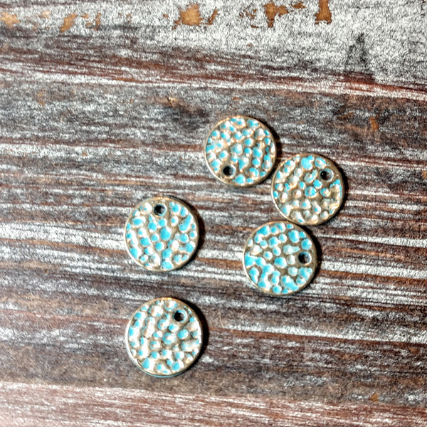 AB-5777 - Antique Gold With Blue Patina Hammered Disc Charms, 10mm | Pkg 10