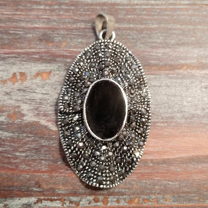 AB-3404 - Antique Silver Oval Pendant With Black Center Stone, 35x62mm | Pkg 1