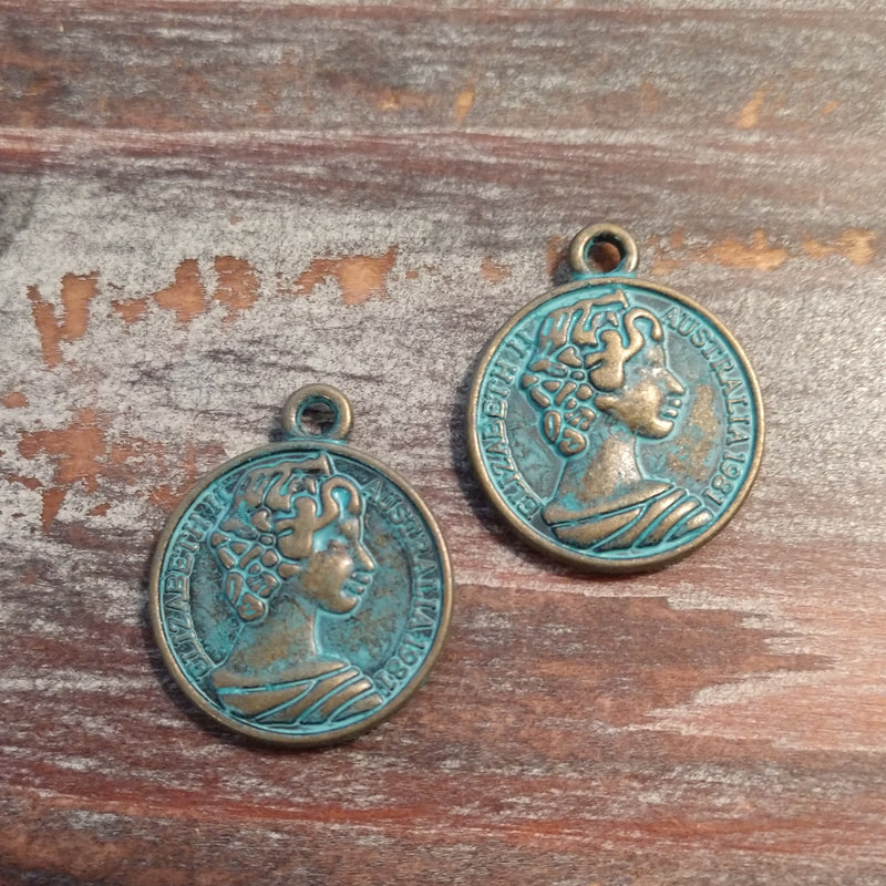 AB-3507 - Antique Brass With Patina Queen Elizabeth II Charms, 20mm | Pkg 2