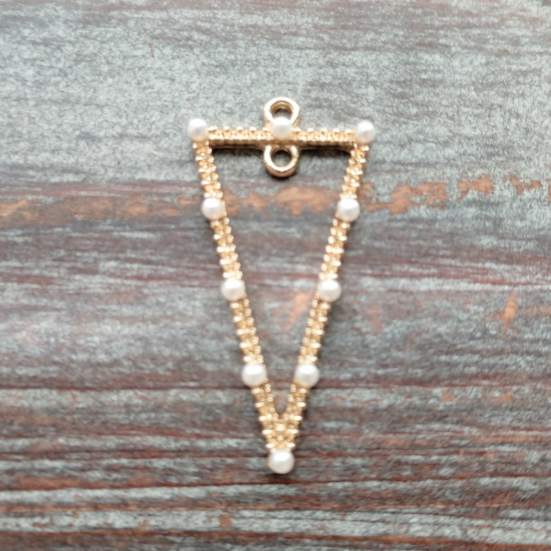 AB-5943 - Gold Plated Pyramid Pendant With Glass Pearls, 18x35mm | Pkg 1