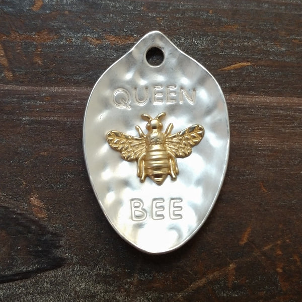 AB-8752 - Matte Silver Queen Bee Pendant, 28x42mm | Pkg 1