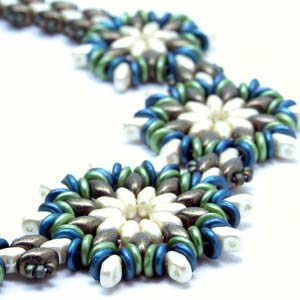 #PDF-103 - Round About Flower Necklace Pattern by Linda Roberts