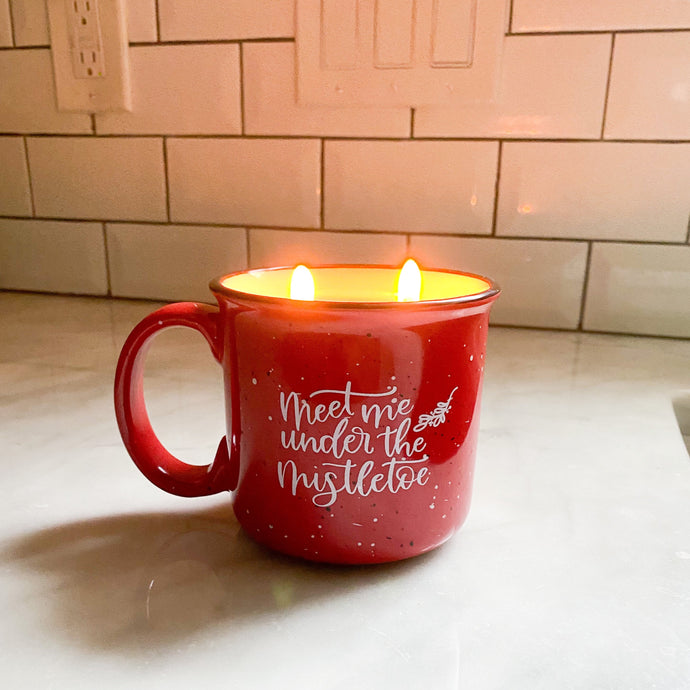 Under the Mistletoe Mug Candle - Pretty Honest Candles