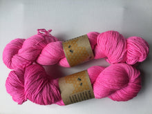 Load image into Gallery viewer, i Bee weaving | Fingering | Bombyx Mori | 60% Merino, 40% Silk | 465 yards | 100  grams