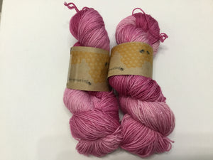 i Bee weaving | Fingering | Queen Bee - Silver | 84% SW Merino, 16% Stellina | 425 yards | 115 grams