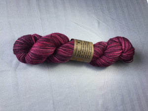 I Bee weaving | Fingering | Carniolan Honey Bee - Silver | 80% SW Merino 10% Cashmere 10% Stellina | 425 yds | 115g