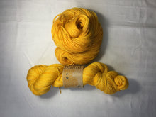 Load image into Gallery viewer, i Bee weaving | Fingering | Queen Bee - Gold | 84% SW Merino, 16% Stellina | 425 yards | 115 grams