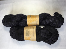 Load image into Gallery viewer, I Bee weaving | Worsted Weight | Bernina | 100% SW Fine Merino | 205m | 100 g