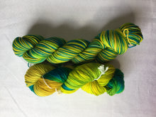 Load image into Gallery viewer, I Bee weaving | fingering weight | Baby Bee | 85% SW Fine Merino 15% Nylon | 400m | 100g