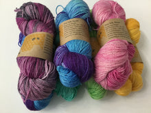 Load image into Gallery viewer, I Bee weaving | Fingering | The Silk Road | 70% SW Merino 30% Silk | 383yds 115g
