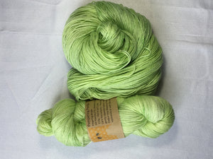 I Bee weaving | Fingering | Pampering Panda | 70% SW Merino 20% Bamboo 10% Nylon | 472yds | 115g