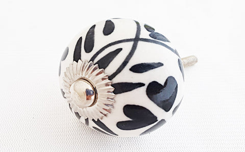 Ceramic black and white floral design 4cm round door knob
