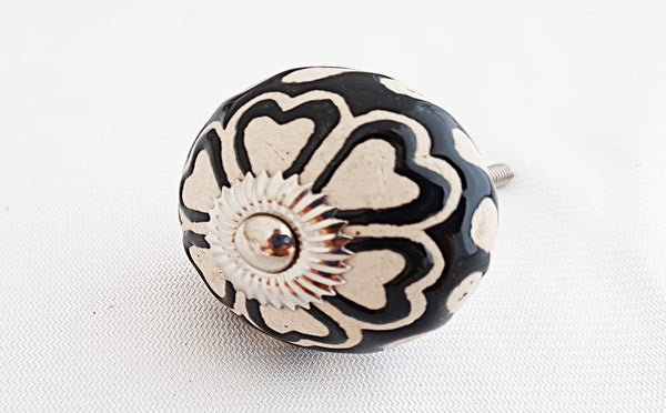 Ceramic black and white embosssed hearts flower round 4cm door knob