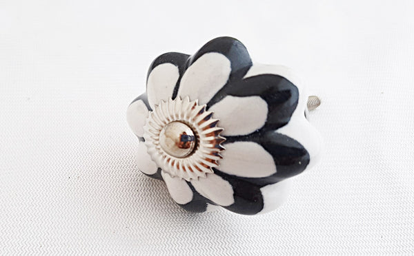 Ceramic black and white flower pumpkin 4.5cm door knob