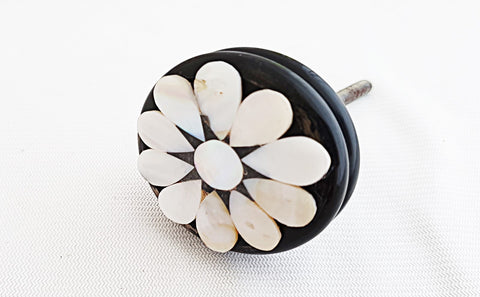 Acrylic mother of pearl flower flower round 4cm door knob