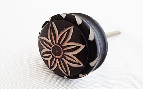 Acrylic black and white flower 4.5cm round door knob