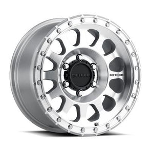 MMWMO9517960212 - Moto Metal 17x9 MO951 Chrome 6x5.5 Wheel 12 mm Offset