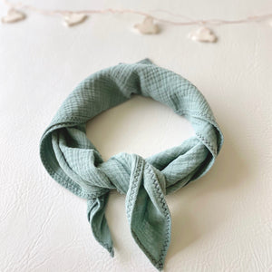 jacky-and-family-lange-foulard-personnalise-gaze-celadon-5