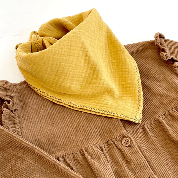 jacky-and-family-foulard-jaune-moutarde-gaze-coton-broderie-enfant-1