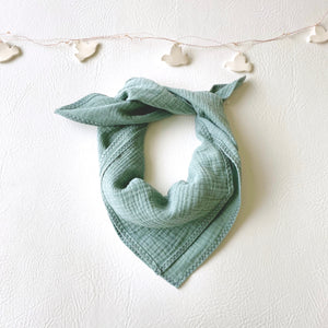 jacky-and-family-lange-foulard-personnalise-gaze-celadon-3