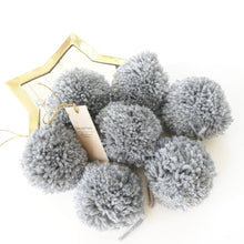 jacky-and-family-pompons-laine-gris-souris-1