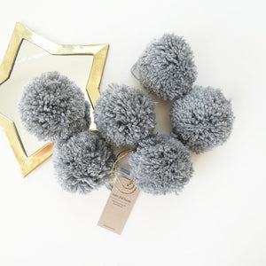 jacky-and-family-pompons-laine-gris-souris-4