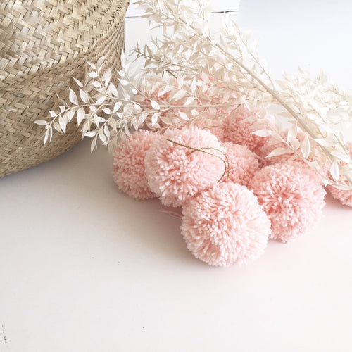 jacky-and-family-pompons-laine-rose-pale-1