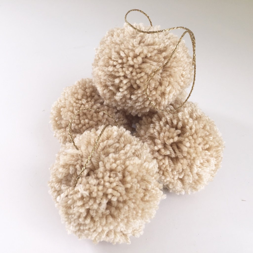 jacky-and-family-pompons-nude-beige-1