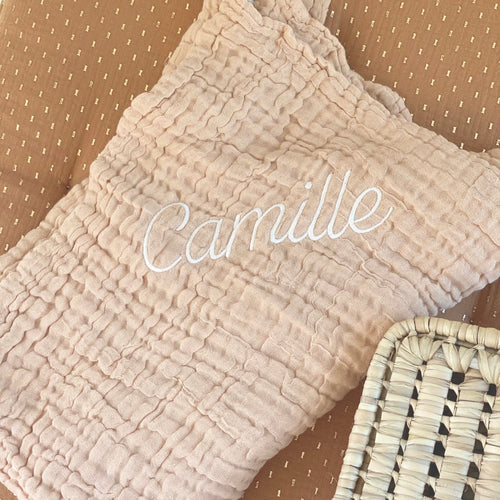 jacky-and-family-couverture-gaze-personnalisee-beige-broderie-prenom-1