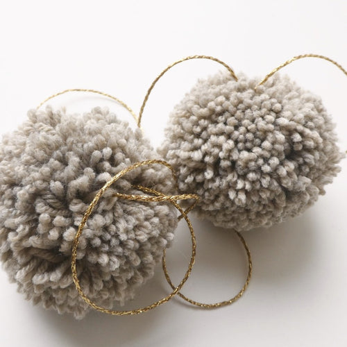 jacky-and-family-pompons-laine-beige-ficelle-1