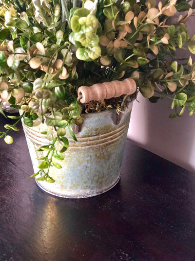 The Jasmine Rustic Accent Centerpiece