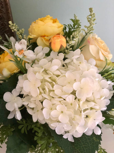 The Gloria Farmhouse Centerpiece