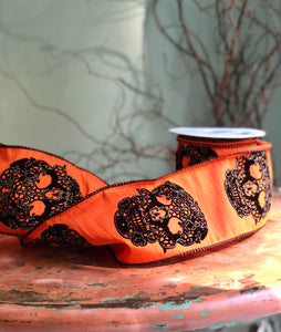 Crushed velvet ribbon with skull detail