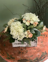 Load image into Gallery viewer, The Esmeé Cream & Soft Pink Centerpiece