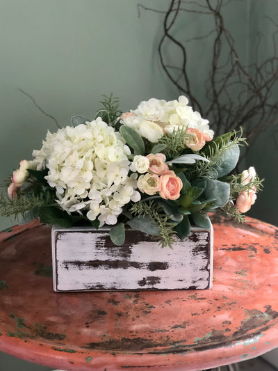 The Esmeé Cream & Soft Pink Centerpiece